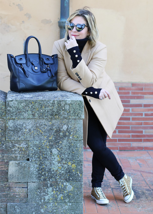 Outfit cappotto color cammello .