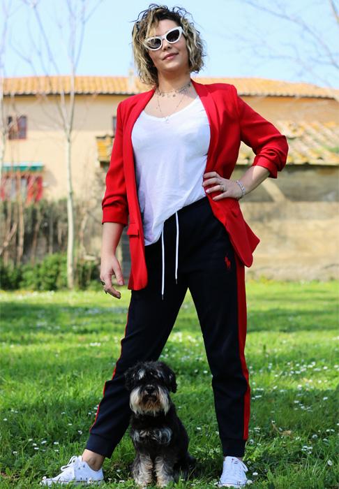 Come indossare una tuta per portare fuori il cane.
