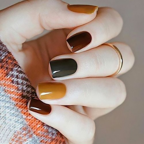 Simple nail art fall winter.