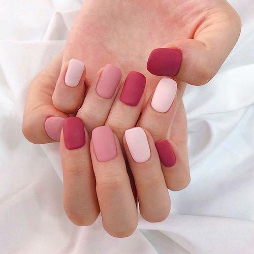 Manicure gradazione colore.