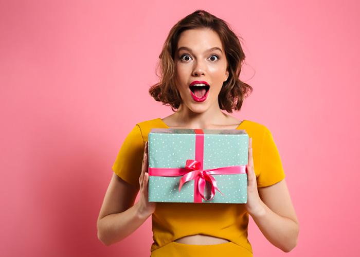 Cosa regalare a una fashion victim. Idee regalo per appassionati di moda.